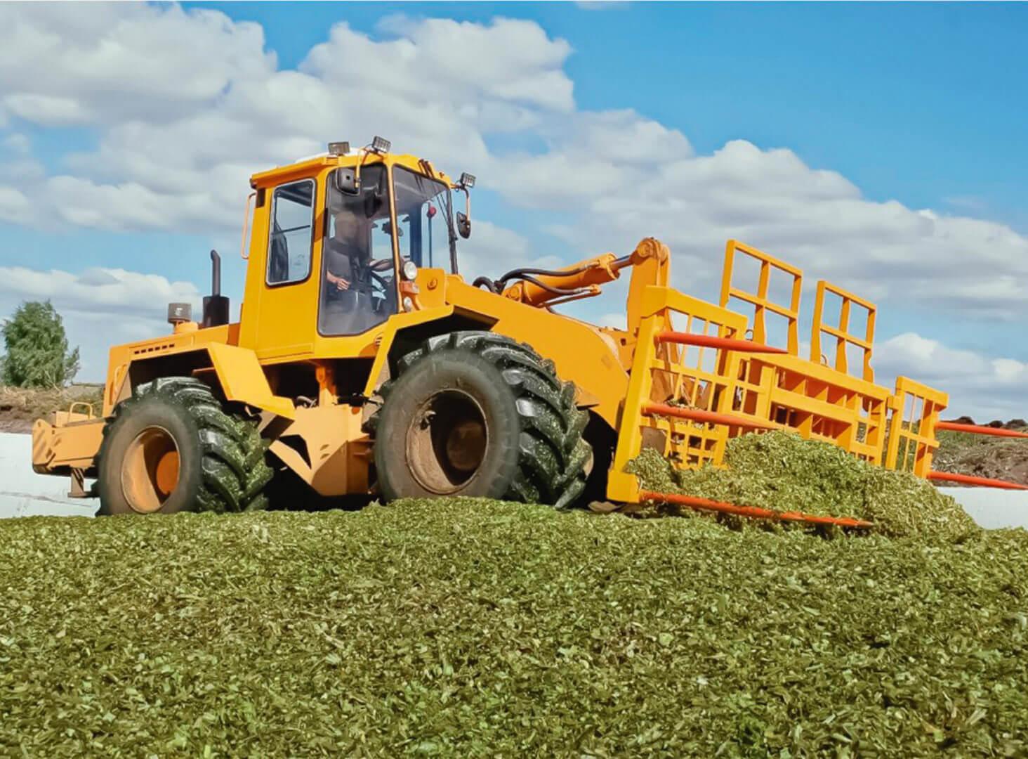 Как выбрать погрузчик для использования в сельском хозяйстве
